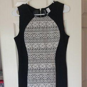 Sleeveless Black/white Patterned Dress